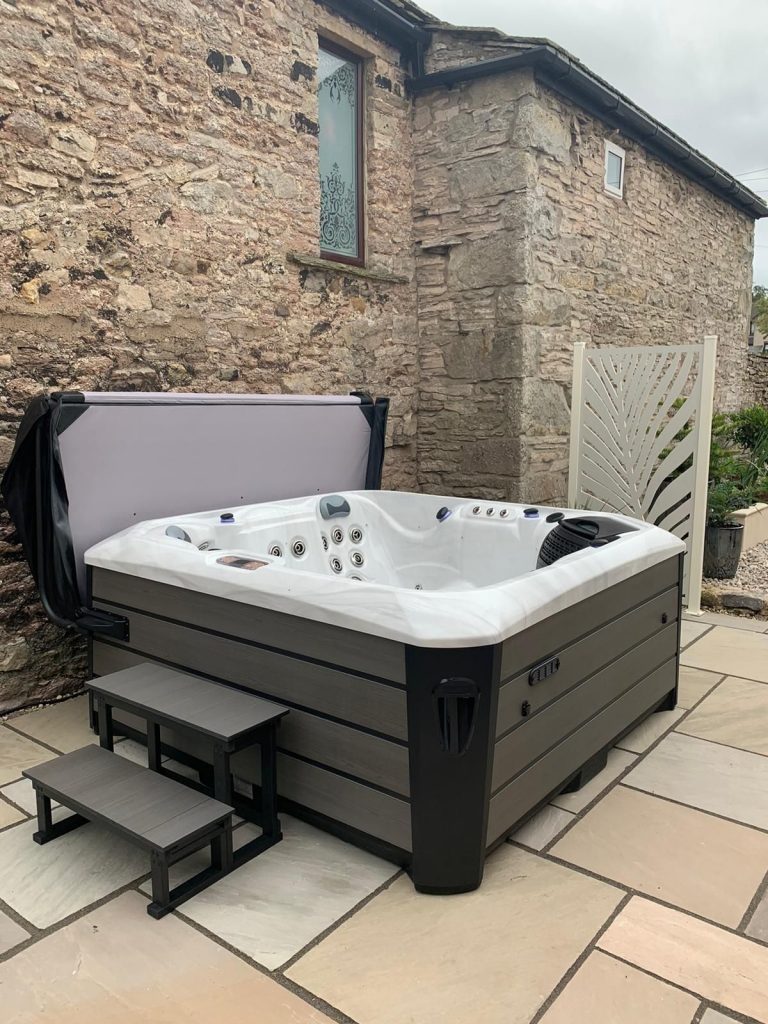 hot tub ideas, hot tub on patio, screen with envy